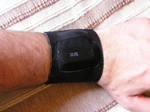 One dans son bracelet pour la nuit