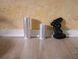 Les 2 modules faces à une manette de PS3